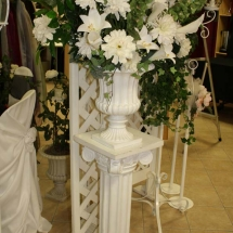 FLORAL ARRANGEMENT IN URN ON PEDESTAL