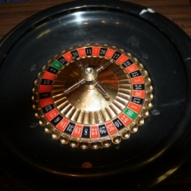 Roulette wheel with mat